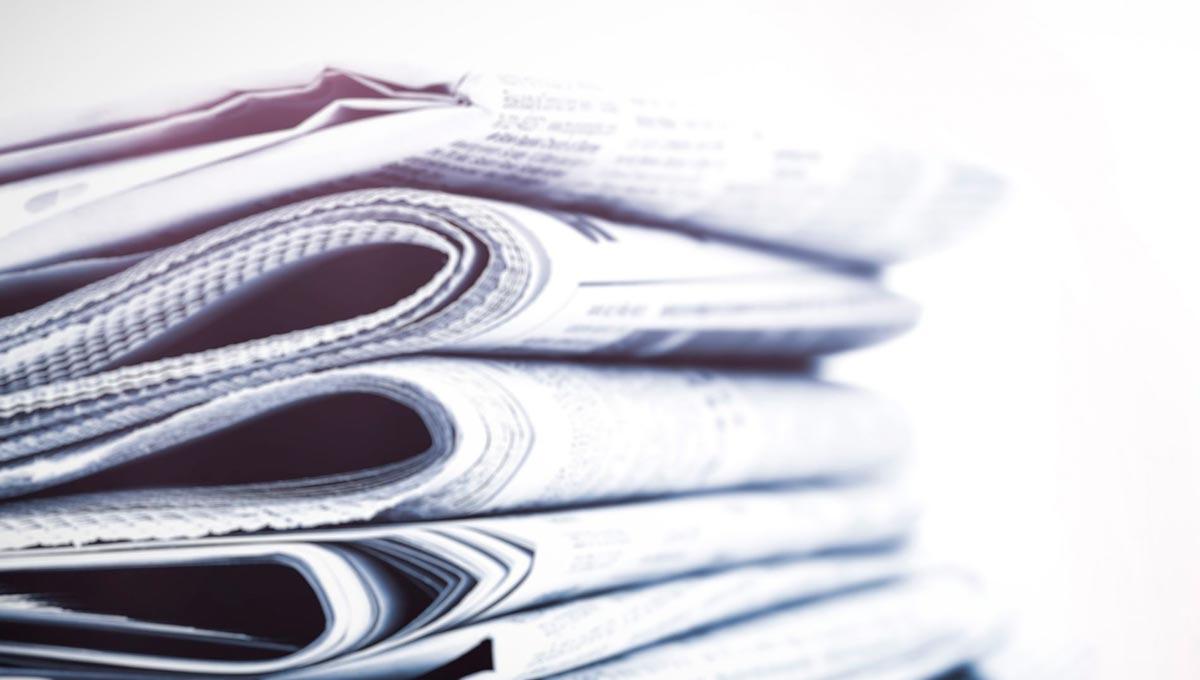 Una pila de periódicos nos funciona perfecto para compartir una noticia que Diario Financiero publicó sobre Codelco y Mine Class