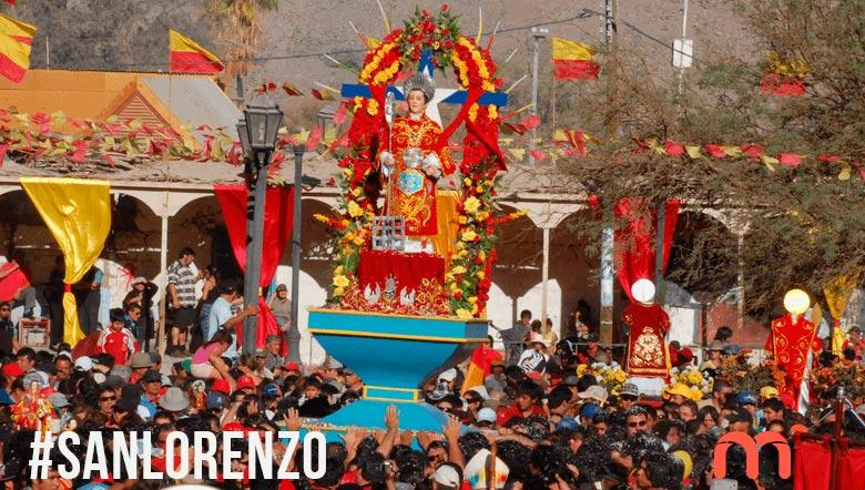Se muestra una procesión de San Lorenzo, patrono de la Minería